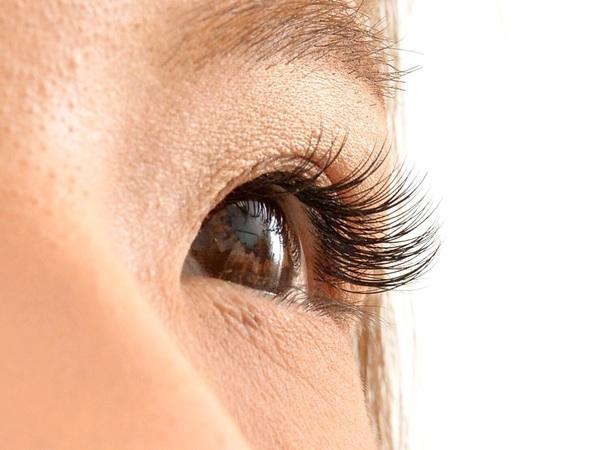 まつ毛エクステによる目の充血の原因